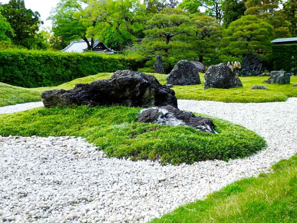 a-Japanese-rock-garden-of-Jonangu-Shrine
