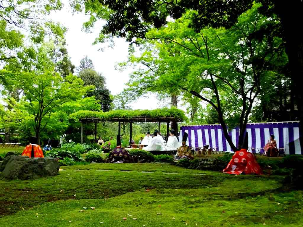 a-beautiful-garden-under-the-trees
