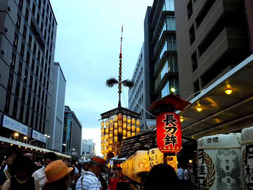 Naginata-hoko-and-its-name-on-the-red-chōchin-lantern