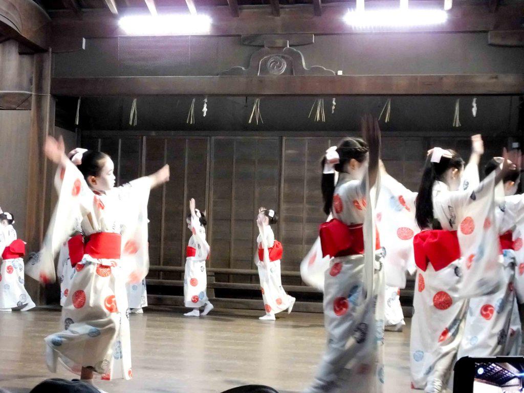 children in yukata