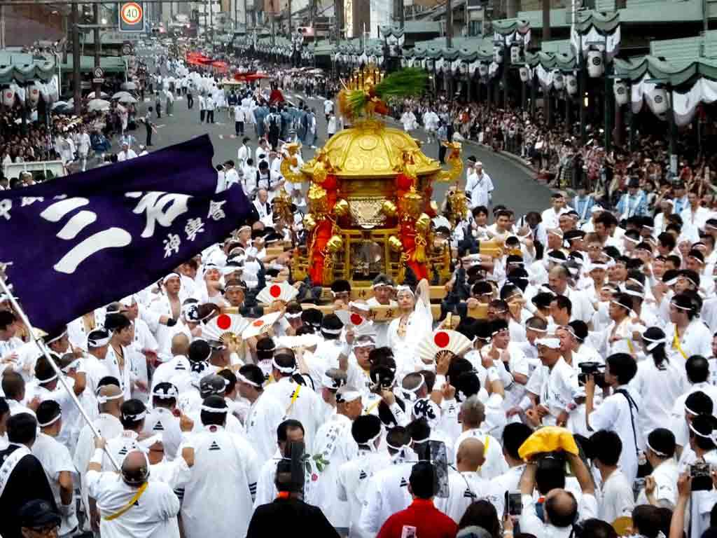 the-mikoshi-and-the-carriers