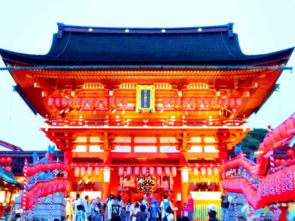 the-rōmon-of-Fushimi-Inari-Taisha