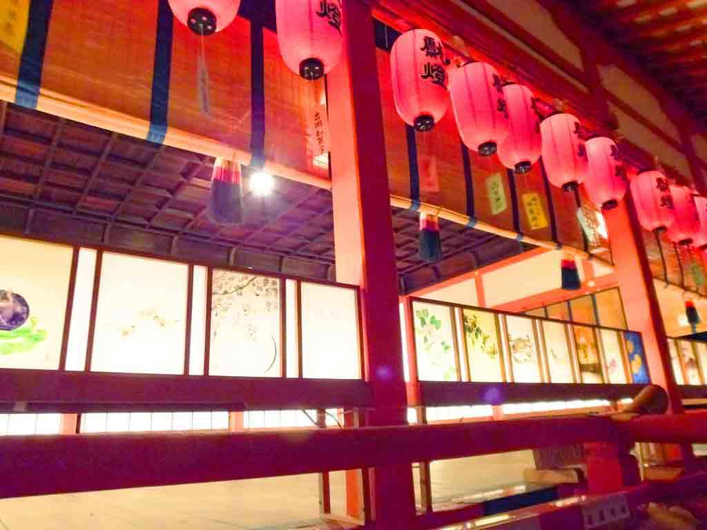 andon-lamps-under-the-red-lanterns