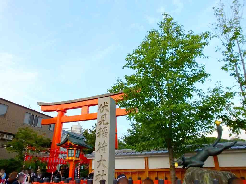 the-entrance-of-Fushimi-Inari-Taisha