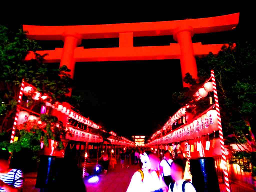 the-torii-gate-in-the-dark