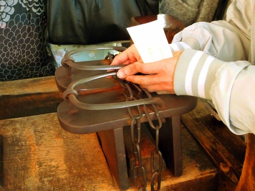 the metal footwear