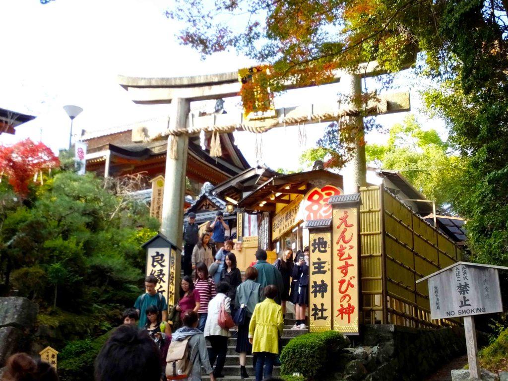 the front gate of Jishu Shrine