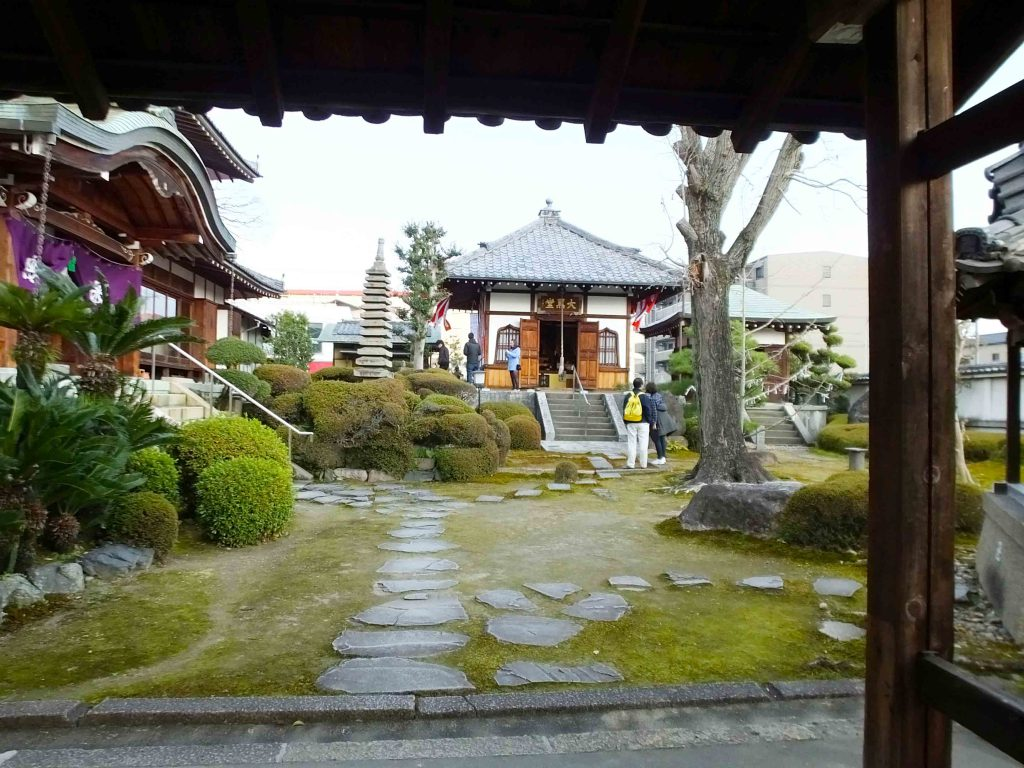 the garden and Daikoku-do Hall in front