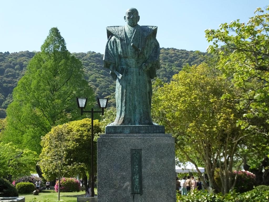 the statue of Hiroyoshi Kikkawa