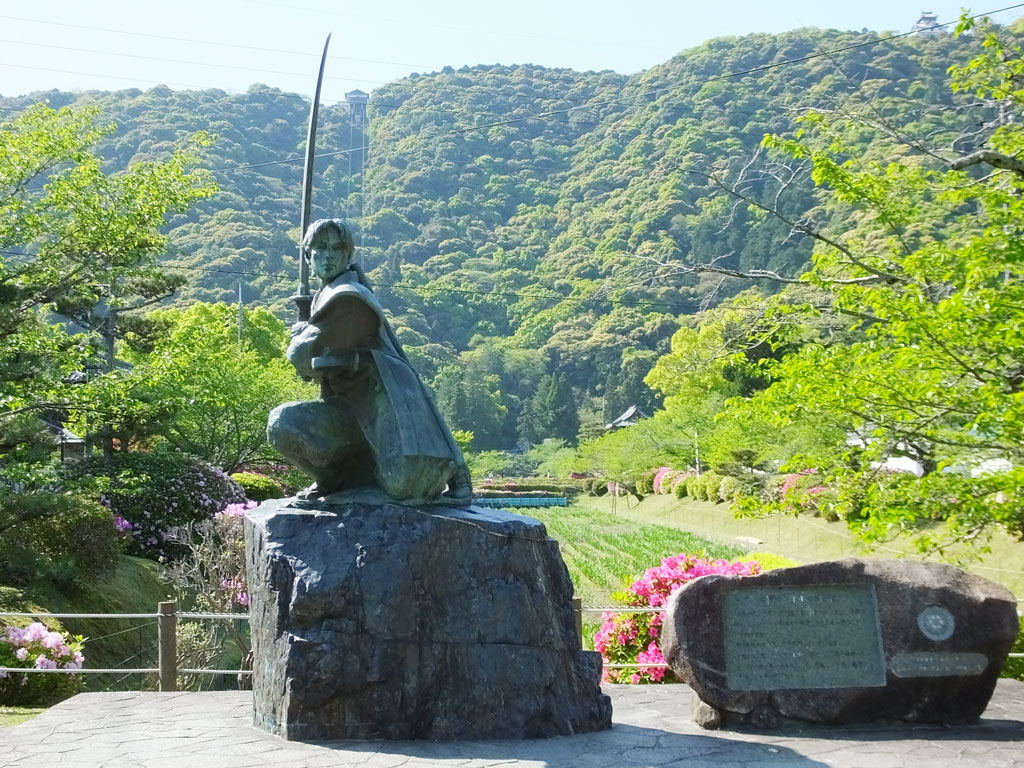 the statue of Kojiro Sasaki