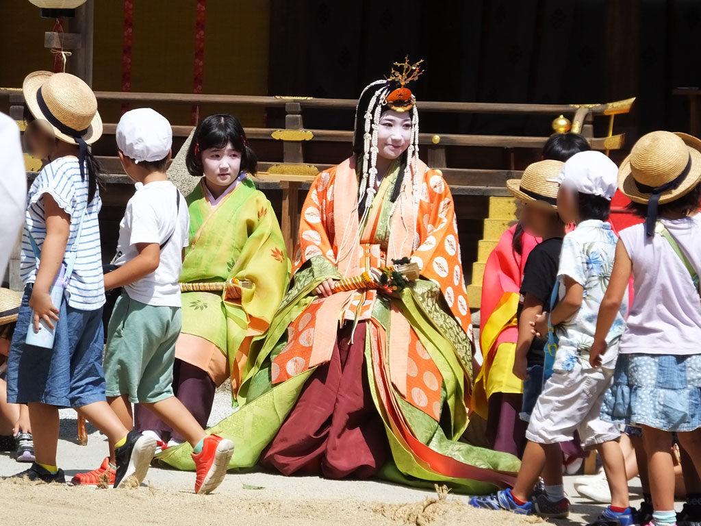 Children and Saio-Dai after Karasu-zumo