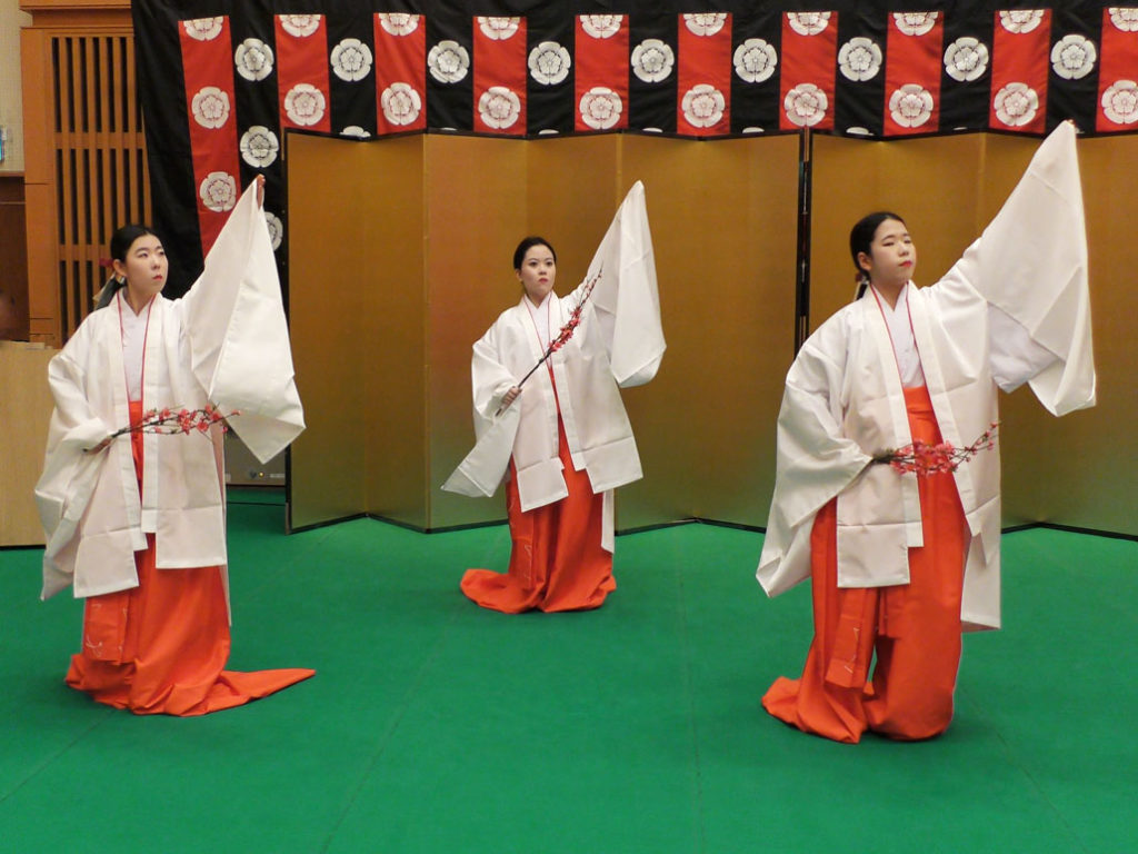 the sannin kanjo performing the dance