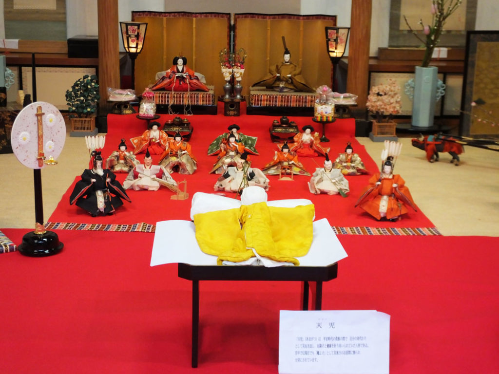 the hina dolls and Amagatsu in Ichihime Shrine