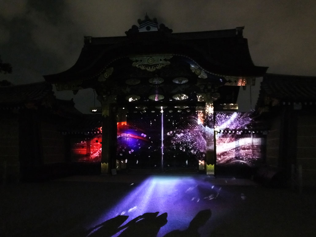 he projection mapping on the karamon gate