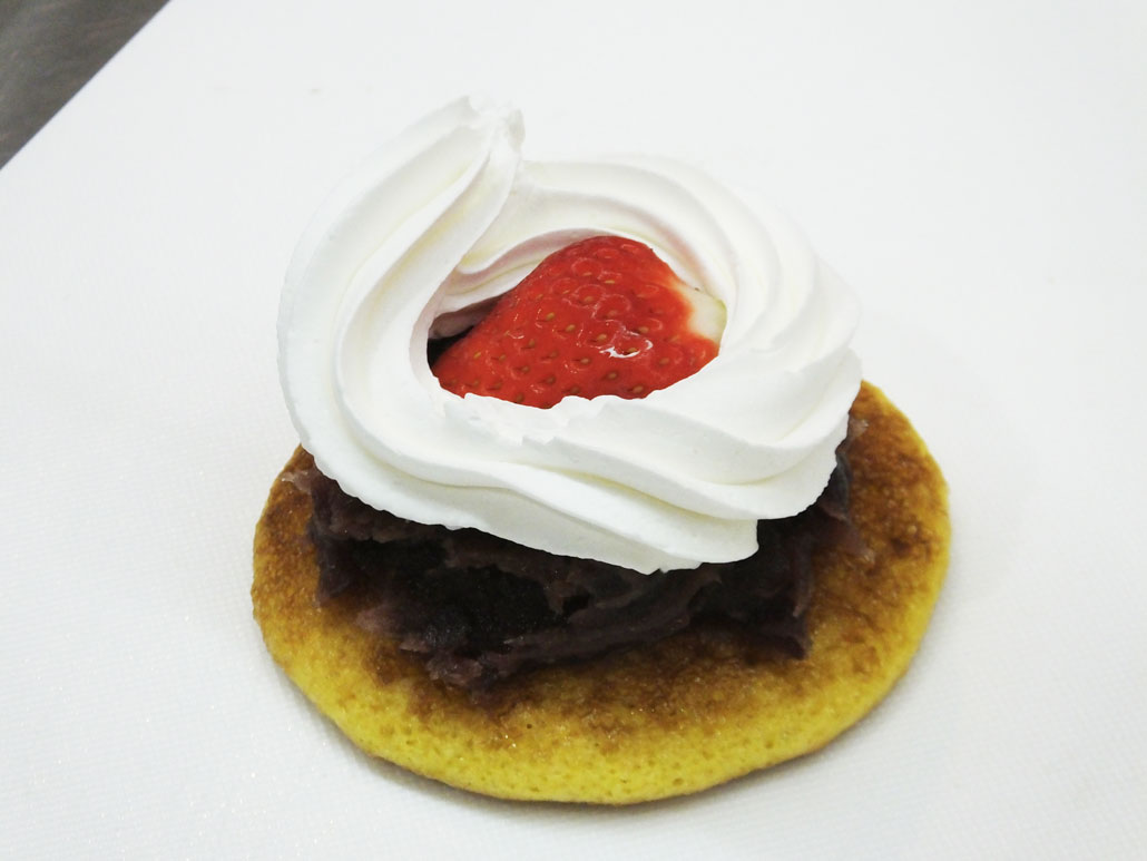 how to make the dorayaki with a strawberry in it 2