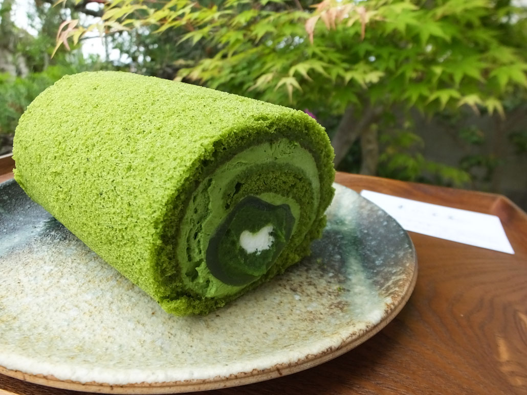 Mizumanju Roll Cake